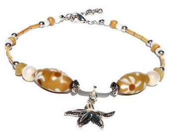 Anklet with beige and white glass beads, shell beads, ceramic beads. Handcrafted ankle bracelet, boho beach jewelry, starfish, foot jewelry