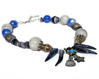 Necklace with ceramic beads, shell beads, mother-of-pearl. Handcrafted collar with blue beads, grey beads, charcoal-coloured beads, Per Elle