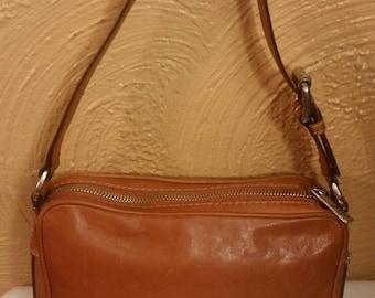 25004f04b4ea Vintage leather Michael Kors handbag