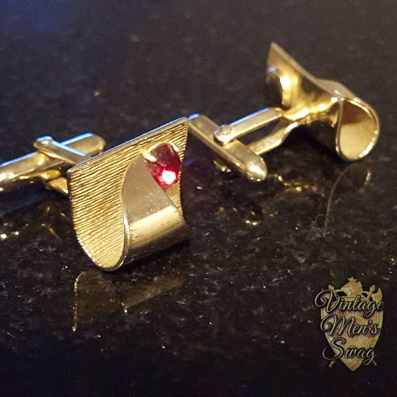 vintage cufflinks swank mid-century delux gold ribbon with red offered by Vintage Men/'s Swag fz-23