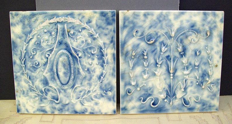 Vintage 1890\u2019s-1910/'s CAMBRIDGE ART TILES \u2013 French Blue and Cream \u2013 Draping Bellflowers and Medallion Wreath Antique