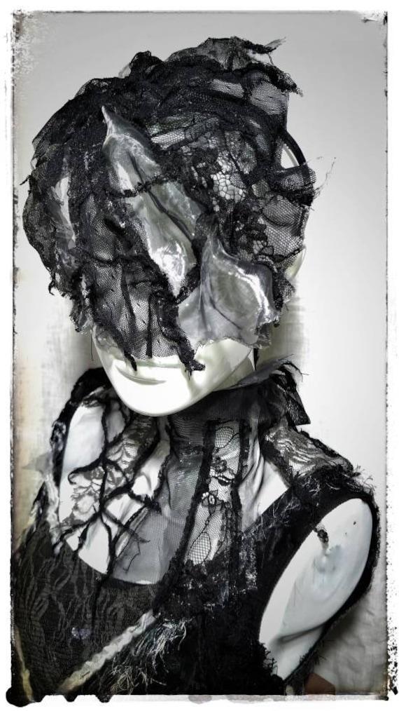 Collier perles noir croix gothique goth Vampiress Sorcière Halloween Déguisements