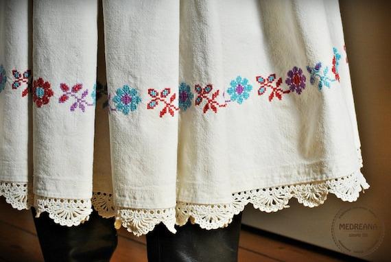 Antique skirt / Transylvanian embroidered skirt  /