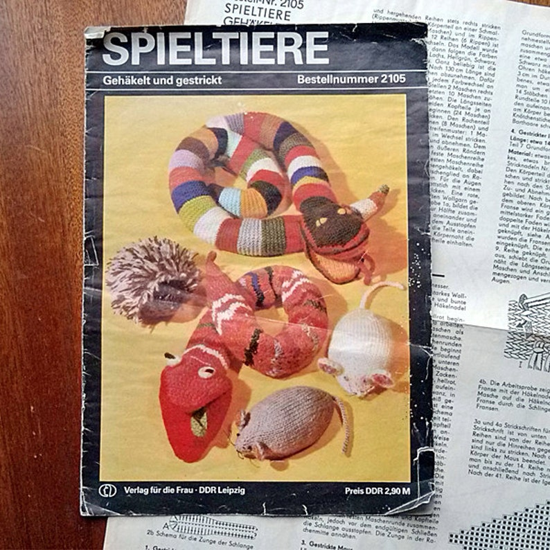 Vintage Paper Magazine With Instruction For Crochet And Knitting Patterns Soft Toy Germany 1982