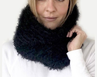 Chunky Crochet Faux Fur Reversible Cowl | THE PELOSA COWL