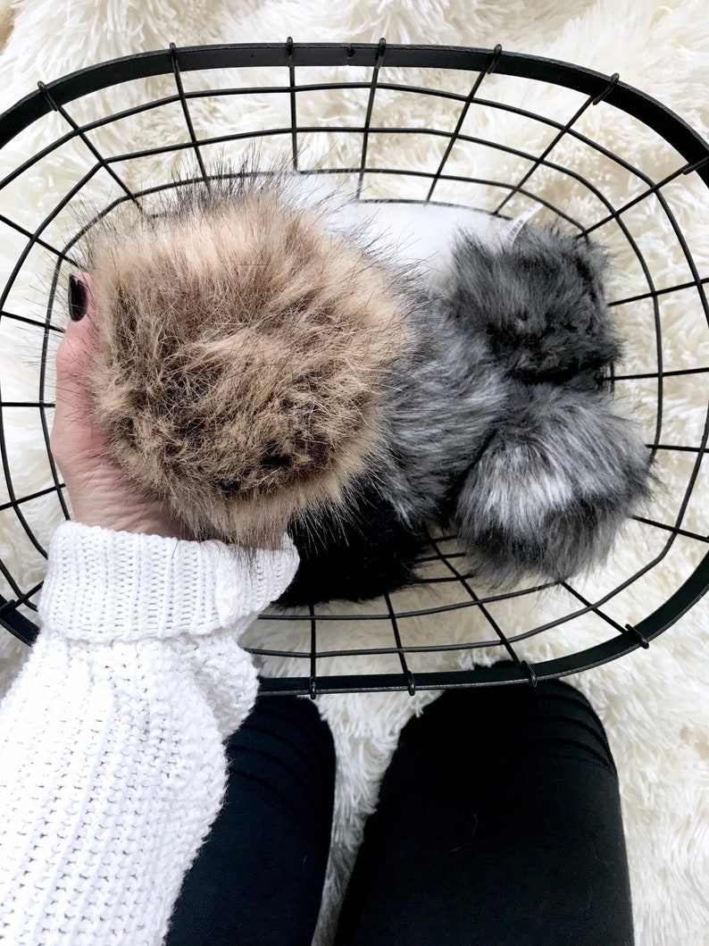 Faux Fur Pom with Detachable Snap for Knit Hat  LIGHT BROWN image 0