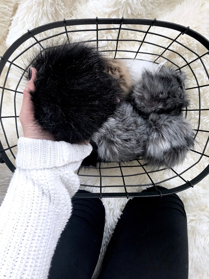 Faux Fur Pom with Detachable Snap for Knit Hat  ONYX image 0