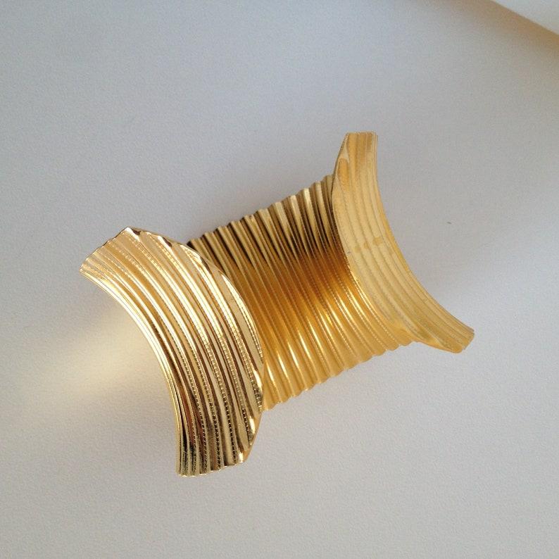 rigido in ottone dorato 80s rigid  Bracciale vintage nuovo anni 80 originale Vintage new bracelet in golden brass