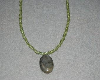 Free Shipping Light Green Peridot Choker Necklace with Labradorite Bead.