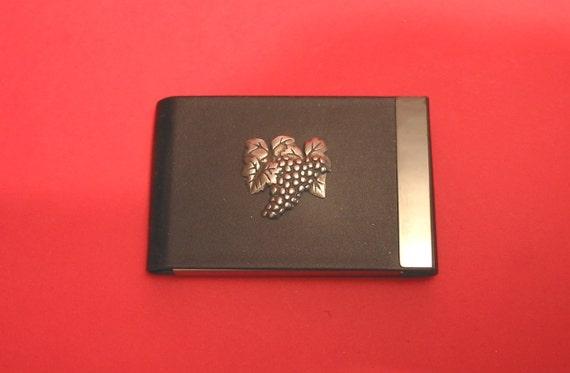 Cadeau du connaisseur de vin vigne Design noir PU cuir porte-cartes avec Motif en étain de casting main