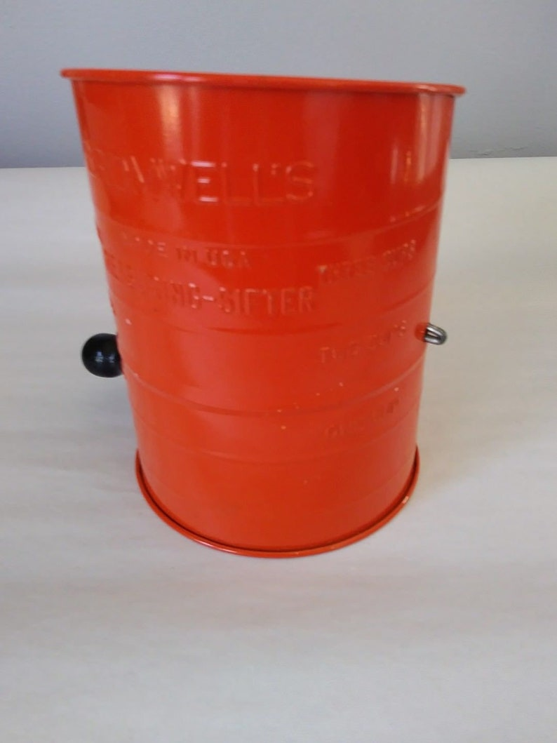 Vintage Bromwell/'s 3-Cup Sifter~ Orange with Black Knob~ FREE SHIP