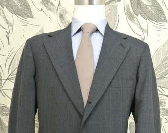 Reichardt's Charcoal Pinstripe 100% Worsted Wool 3/2 Roll 2 Piece Lounge Suit Men's Size: 40R