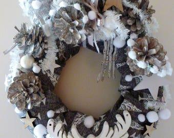 Christmas Wreath burlap gray, white reindeer, pine cones: Christmas in Arlberg