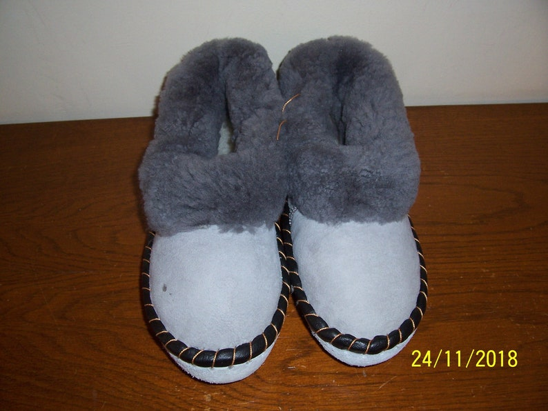 sheepskin slippers New Zealand Gifts.
