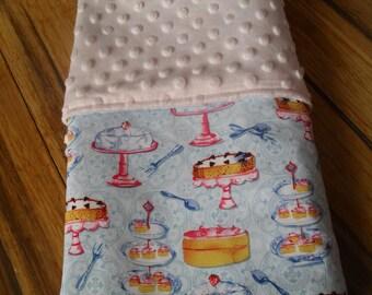 Baby girl blanket, sweet cakes.