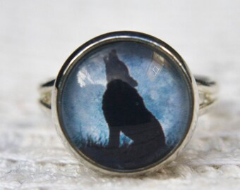 Wolf Ring, Animal Ring, Wolf Jewellery, Howling Wolf, Glass Dome Ring, Simple Ring, Adjustable Ring, Gifts for Her, Everyday Jewellery