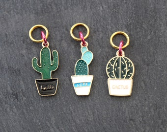 Trio of cacti or cactus snag free stitch markers. Fits up to 6mm (US 10) needle.