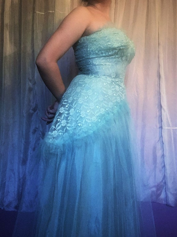 Vintage 1950s Tulle and Lace Prom Dress - image 4