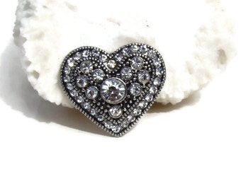 Rhinestone heart noosa style snap button for snap button jewelry, like ginger snaps and magnolia and vine.