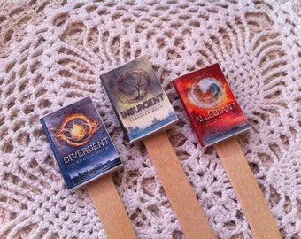 Bookmarks with book thumbnails Veronica Roth-Divergent, Insurgent, Allegiance Little book bookmarks