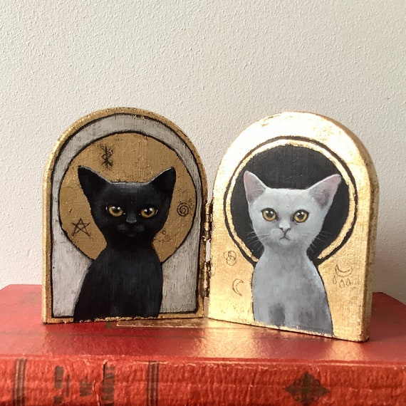 Cats, wooden diptych, acrylic paint on wood with gold leaf. Eva Fialka