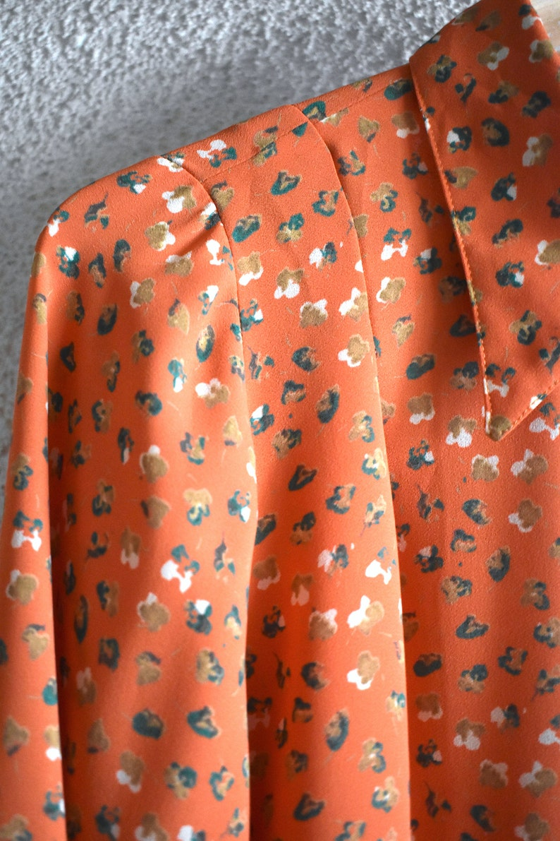 Vintage 70/'s floral print orange shirt Collared button-up top Front and back-pleated shirt Loose-fit dress shirtHipster polyester shirt