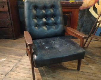 Paoli Mid Century Modern Lounge Chair Danish Modern Modernist Tufted Chesterfield Walnut & Paoli chair | Etsy