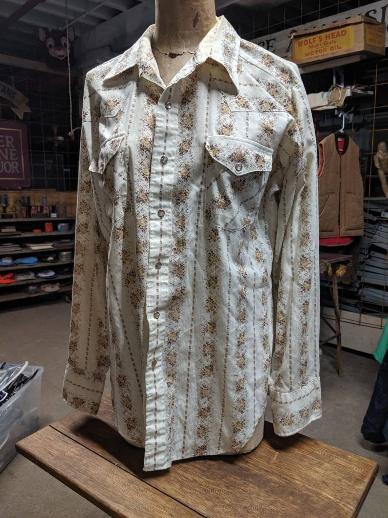 1970s Mens Shirt Styles – Vintage 70s Shirts for Guys 1970S Mens Ranch Wear Sears Disco White  Gold Pearl Snap Shirt Button Up Western Rancher $10.25 AT vintagedancer.com