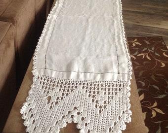 Dresser scarf, table runner - Vintage crochet