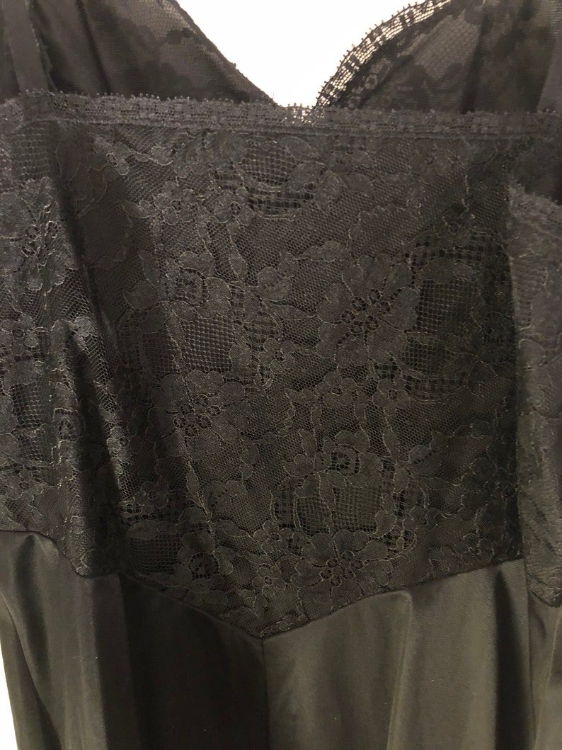 Vintage Vanity Fair black lace slip with lace size 34 small