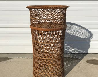 Vintage Rattan Table Stand Boho Chic Peacock Hollywood Regency Chinese Chippendale Chinoiserie Bamboo Miami Mid Century Bentwood Wicker