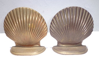Brass Bookends Seashell Clam Boho Chic Hollywood Regency Decor Mid Century Modern Holder Stand Organize Media Midcentury Book Paperweight
