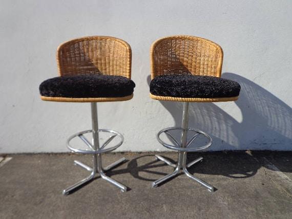 Brilliant 2 Bar Stools Swivel Wicker Chrome Bohemian Boho Chic Pair Of Dining Chair Vintage Seating Mid Century Modern Vintage Furniture Mcm Set Of Short Links Chair Design For Home Short Linksinfo
