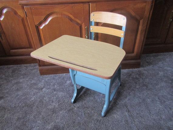Phenomenal Vintage Kindergarten Desk American Seating Desk Wood Metal Chair And Desk 50S Or 60S Kindergarten Or 1St Grade Size Grand Rapids Mich Inzonedesignstudio Interior Chair Design Inzonedesignstudiocom