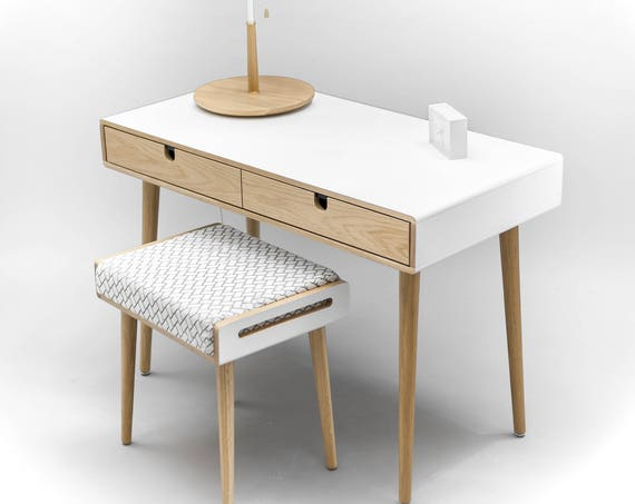 Desk white in lacquer, dressing table with white stool included