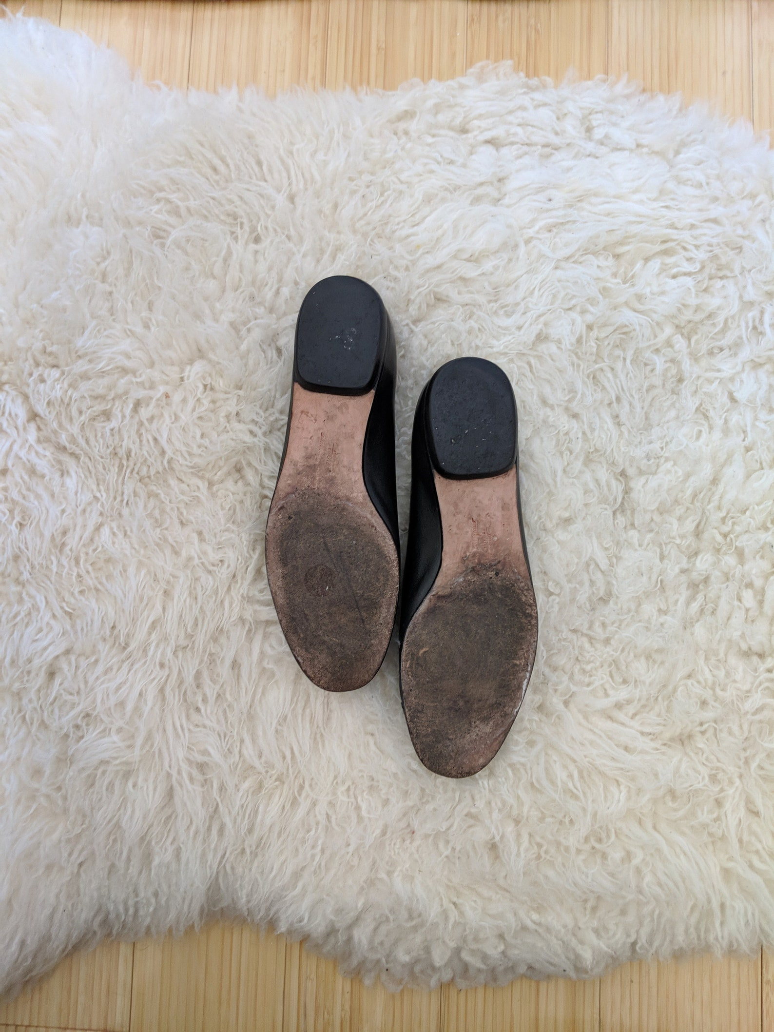 vtg salvatore ferragamo black cap toe pump, 6.5 b // ferragamo italian leather shoes // classic ballet flat // snakeskin cap toe