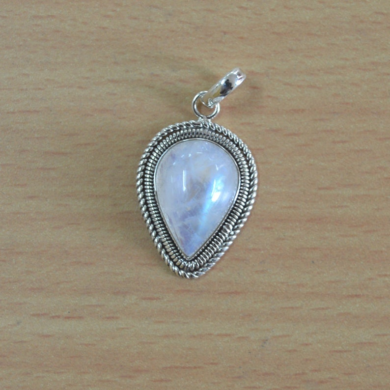 925 SOLID STERLING SILVER RAINBOW MOONSTONE JEWELRY PENDANT FOR NATURAL BEAUTY