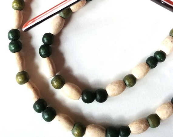 Green Reading Glasses Necklace, Beaded Chain Eyeglass Holder Light Weight Cord