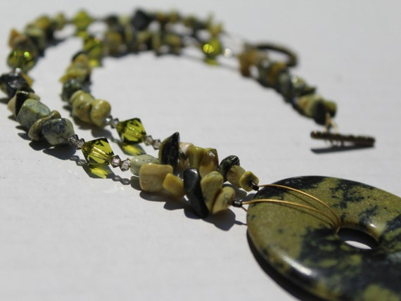 Green Chip Bead Donut Pendant Necklace, Yellow Turquoise Short Stone Statement Necklace