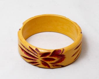 1940s Bakelite Incredible Carved Mustard and Rust Colored Bangle Bracelet