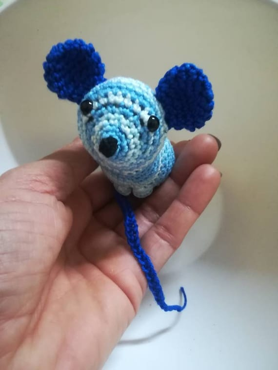 Ladyguide: How to Crochet a Catnip Mouse – Persephone Magazine | 760x570