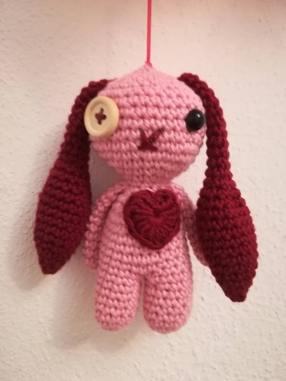 Voodoo Doll Pincushion Crochet Pattern | Supergurumi | 760x570