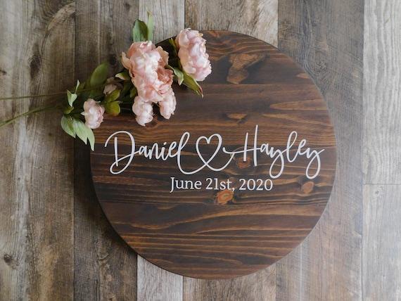 Last name Wedding guest book alrernative Wooden round wedding guest book sign Round guestbook alternative Round wedding wooden sign