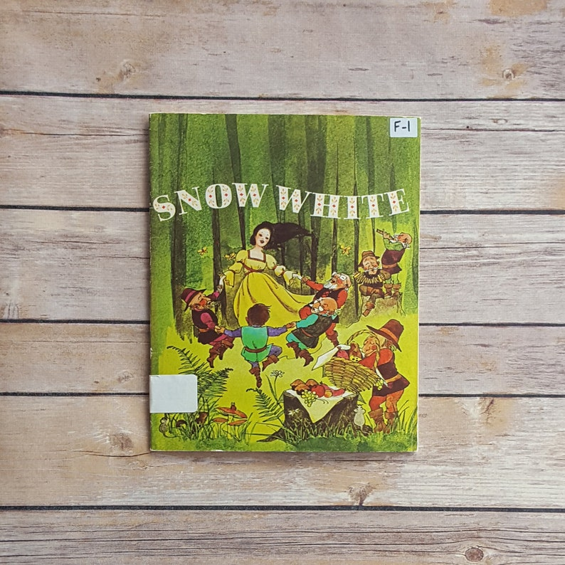 Snow White Fairy Tale Famous Kids Book Fairy Tale Decor Classroom Book 70s  Fairy Tale Children's Princess Story Woodland Book Illustrations