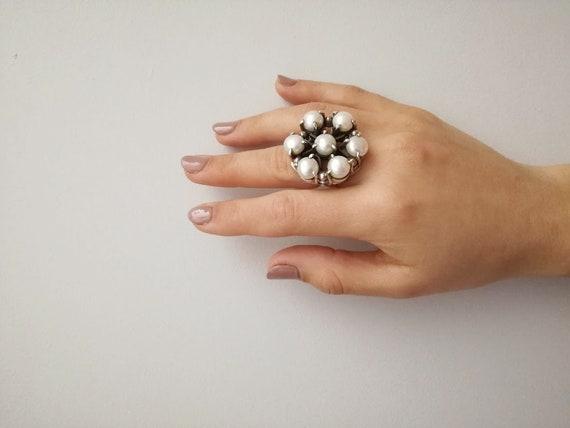 Vintage pearl ring, flower shaped silver ring with white pearls, seven pearls flower ring, oxidised sterling ring, vintage gem stone ring