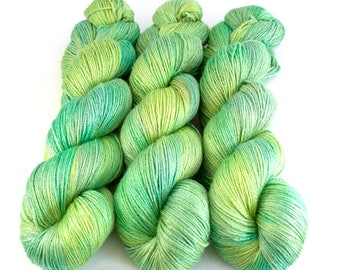 Burnish Bluefaced Leicester and silk yarn 'Spring Mint'