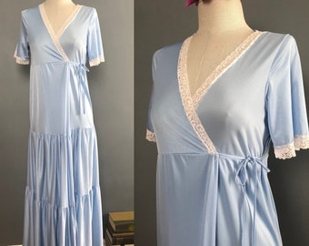 Vintage Periwinkle Nightgown / Full Length Nightgown / Wrap Around Nightgown / 1960s