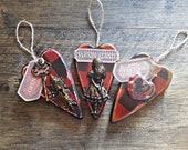 Alice in wonderland, alice hanging hearts, wooden hanging hearts, drink me, eat me, open me. Alice gift. White rabbit. Red hearts. Gift