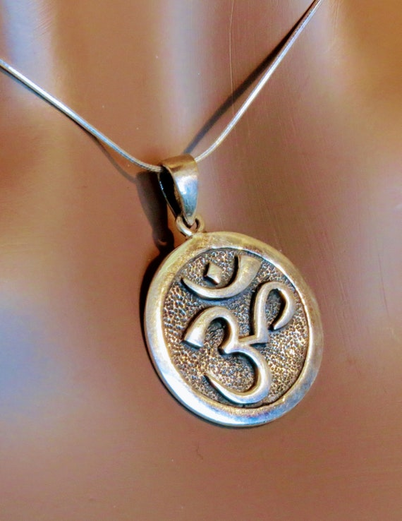 Sterling Silver Ohm/Om necklace