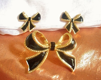 KENNETH JAY LANE for Avon - Set « Camelot Collection » earrings and enhancer enamel on gilded metal 1987